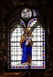Zamontowano witraż w kaplicy lidzbarskiego zamku